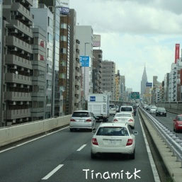 Stadtautobahn Tokyo (auf Höhe des 6. oder 7. Stockwerks)